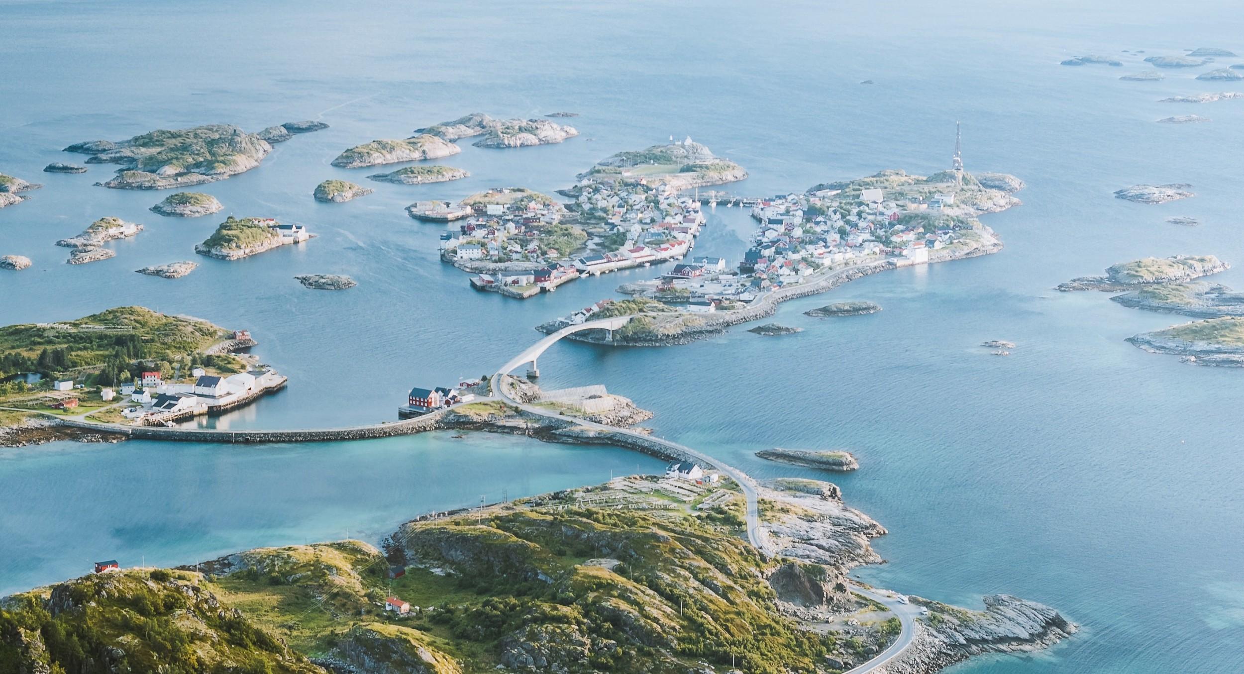 aerial-shot-bird-s-eye-view-city-1680381_看图王.jpg