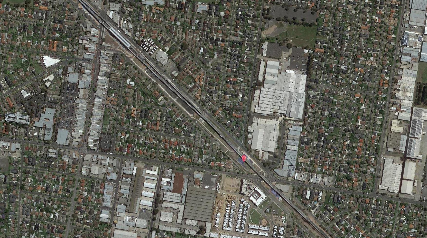 """公园:墨尔本考菲尔德""""下划线""""高架铁路空间"""