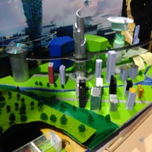 这是孩子们的创作,孩子们对未来城市有非常