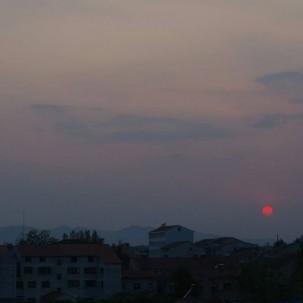 日落西山。