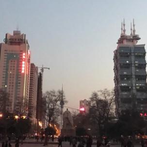 洛阳的城市地标之一:中轴线上的周王城场。