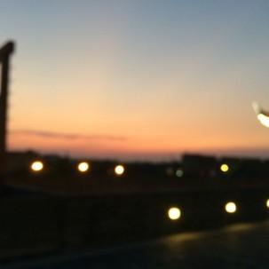 夕阳西下,华灯初上